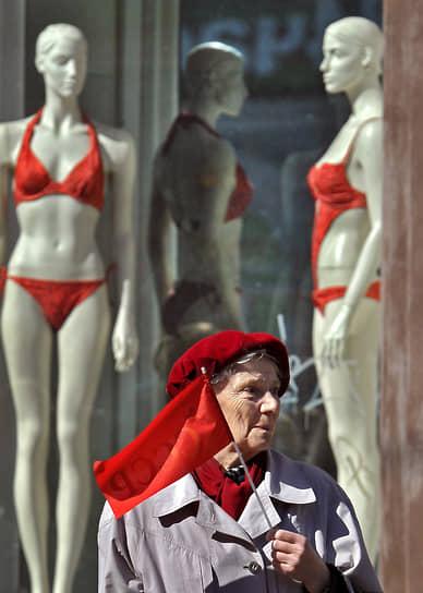 За 75 лет бикини не потеряло свою популярность. Обычно покупательницы приобретают сразу несколько купальников, отличающихся как по цвету, так и по фасону