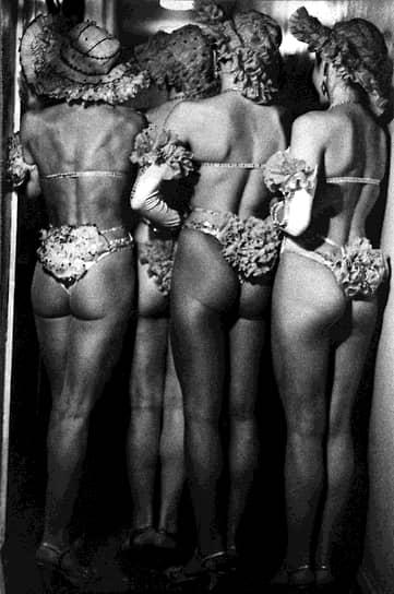 В 1970-е годы импортные купальники уже можно было купить в СССР (кроме моделей с низкими трусиками), но достать красивые бикини — с трудом. Бикини женщины по-прежнему шили сами или переделывали из высоких трусиков, а в продаже были модели только чуть ниже талии