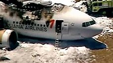 В Сан-Франциско при посадке потерпел крушение пассажирский Boeing-777
