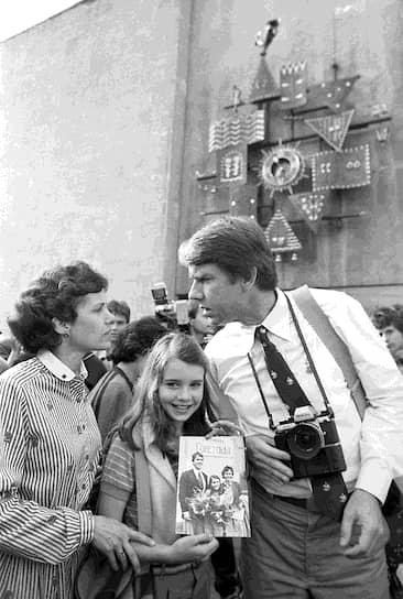 Саманта Смит погибла в авиакатастрофе 25 августа 1985 года — в тот день девочка вместе со своим отцом возвращались со съемок сериала Lime Street, где она играла одну из ролей. При плохой видимости во время посадки небольшой двухмоторный самолет Beechcraft 99 не попал на взлетно-посадочную полосу, рухнув в 200 метрах от ее нее