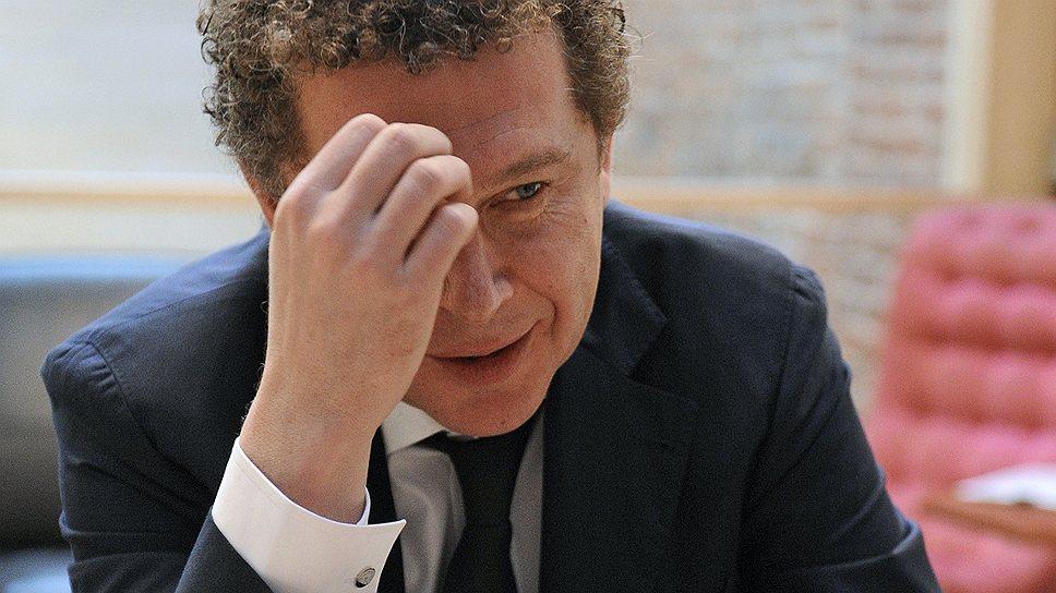 Александр Мамут — российский предприниматель и финансист, председатель совета директоров компании «Рамблер-Афиша-СУП». Его личное состояние по версии журнала Forbes оценивается в $2,3 млрд. Вдовец после второго брака, имеет троих детей