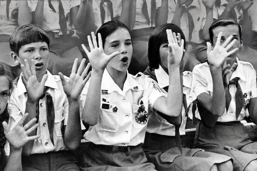 В качестве ответного визита в 1986 году США с «миссией мира» посетила советская школьница Катя Лычева. При подготовке визита право выбрать подходящую школьницу предоставили советской стороне, поставив лишь два условия: девочка должна активно участвовать в борьбе за мир и не быть старше Саманты