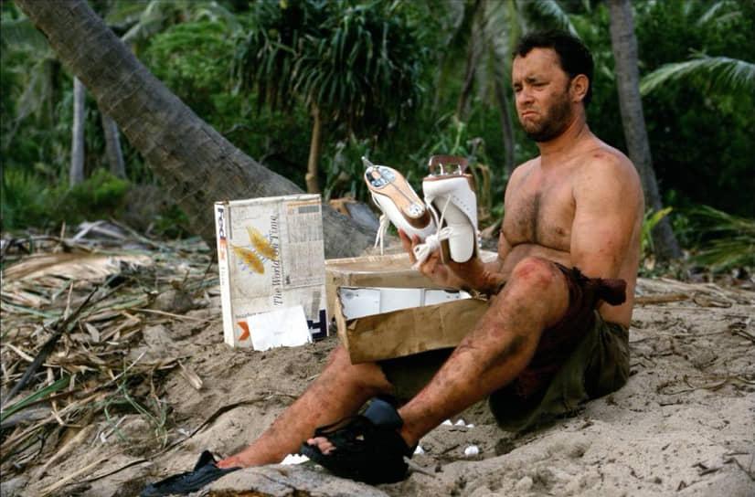 """«После съемок """"Изгоя"""" я многое понял о том, что может сделать с человеком одиночество, и осознал, что иметь жену и четверых детей,— это и вправду огромное счастье»<br> Том Хэнкс как-то шутливо пожаловался, что режиссеры постоянно просят его то пополнеть, то похудеть. В частности, ради роли в драме «Изгой» (2000) Хэнксу пришлось похудеть на 20 кг и отрастить внушительную бороду"""