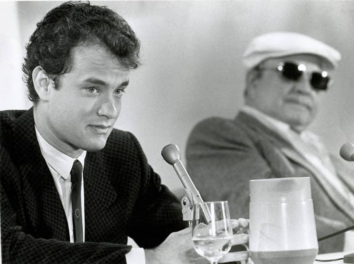«В актерской карьере много этапов. Ну, может, не у каждого актера, но у меня они были. Было время, когда я смотрел на свою работу как на игру в театре. В общем, бросался на все подряд»<br> Томас Джеффри Хэнкс начал актерскую карьеру в конце 1970-х с небольших ролей в театре и на телевидении. Дебютировал в кино в 1980 году, снявшись в хорроре «Он знает, что вы одни». Первый успех ему принесла комедия «Всплеск» (1984), где партнершей начинающего актера стала Дэрил Ханна