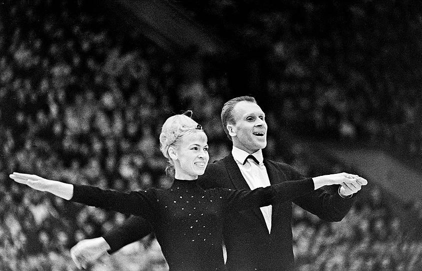 Двукратные олимпийские чемпионы в парном фигурном катании супруги Людмила Белоусова и Олег Протопопов в 1979 году, находясь вместе с Ленинградским балетом на льду на гастролях в Швейцарии, попросили у местных властей политического убежища. В 1995 году получили швейцарское гражданство