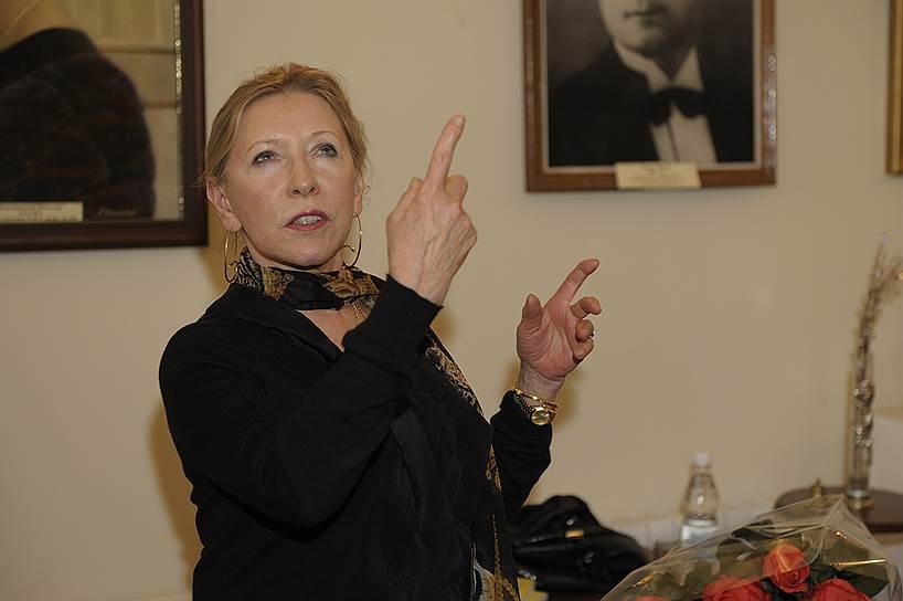 В 1960-х прима-балерина Наталия Макарова была ведущей солисткой Ленинградского государственного академического театра оперы и балета имени Кирова. В 1970 году во время гастролей театра в Лондоне попросила политическое убежище в Великобритании. Позже стала примой-балериной Американского театра балета, приглашенной звездой Лондонского Королевского балета, выступала на многих сценах мира. Постоянно проживает в США и имеет американское гражданство