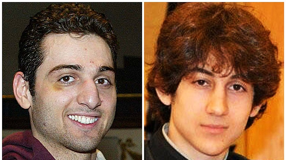 Вечером 18 апреля 2013 года Джохар (справа) и Тамерлан Царнаевы подошли к сотруднику полиции (26-летнему Шону Коллиеру) Массачусетского технологического института в городе Кембридж, и один из них несколько раз выстрелил ему в голову. Полицейский погиб на месте. Братья сели в его машину, а позже захватили внедорожник Mercedes, рассказав водителю, что это именно они устроили взрыв на Бостонском марафоне
