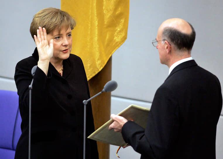 22 ноября 2005 года Ангела Меркель была избрана на пост федерального канцлера ФРГ. Ей был 51 год и она стала первой женщиной-федеральным канцлером и второй (после жившей в X веке императрицы Феофании) женщиной во главе Германии