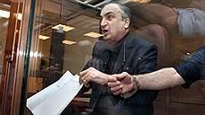 В июне 2006 года при получении взятки в $300 тыс. в офисе авиакомпании «Трансаэро» был задержан сенатор от парламента Калмыкии Левон Чахмахчян вместе с зятем, помощником аудитора Счетной палаты Арменом Оганесяном. В июле 2008 года Чахмахчян бы признан виновным в мошенничестве и приговорен к девяти годам лишения свободы. В ноябре 2008 года Верховный суд сократил срок отбывания наказания до семи с половиной лет и переквалифицировал состав преступления с мошенничества в особо крупном размере на покушение на мошенничество в особо крупном размере. В январе 2011 года Левон Чахмахчян был освобожден из колонии по УДО