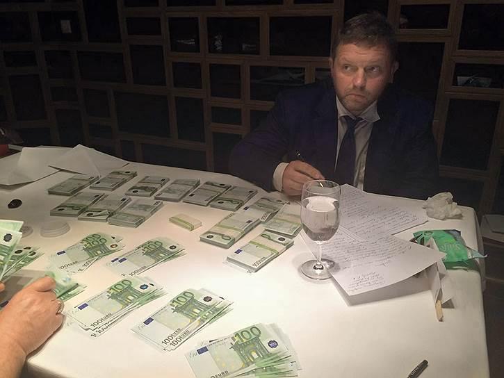 24 июня 2016 года в Москве при получении взятки в размере €400 тыс. был задержан губернатор Кировской области Никита Белых.  28 июля 2016 года Владимир Путин освободил его от должности губернатора «в связи с утратой доверия». 1 февраля 2018 года Пресненский районный суд Москвы приговорил бывшего Белых к восьми годам колонии строгого режима и штрафу 48 млн руб.
