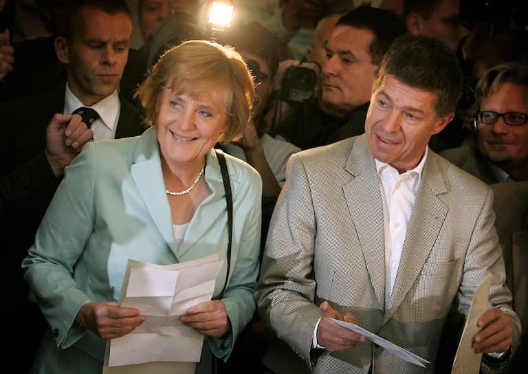 Супруг канцлера Германии Ангелы Меркель Иоахим Зауэр так и не посетил ее инаугурацию, решив посвятить этот день работе в своей химической лаборатории<br>На фото: Ангела Меркель и Иоахим Зауэр