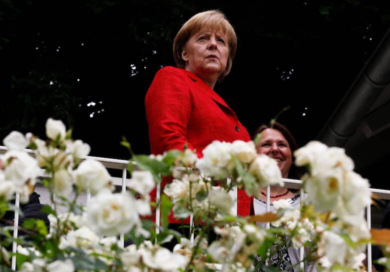 В 1989 году Ангела Меркель стала активисткой Партии демократического обновления. Лотар де Мезьер, последний глава правительства ГДР, даже доверил ей пост заместителя своего пресс-секретаря. Но Ангела Меркель быстро и верно сориентировалась и вскоре, в 1990 году оказалась в партии Христианско-демократический союз (ХДС)