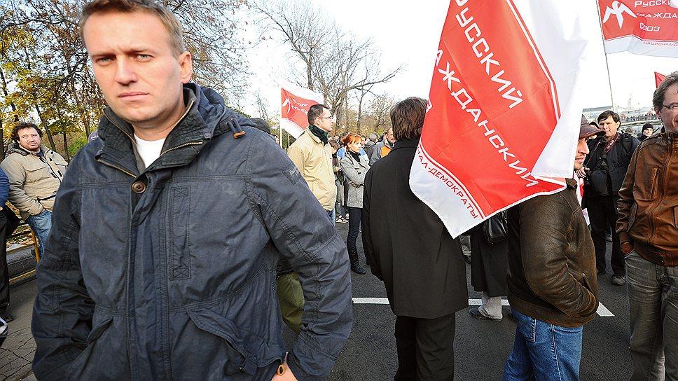 Алексей Навальный (слева) на митинге  под лозунгом «Хватит кормить Кавказ!» на Болотной площади, 2011 год