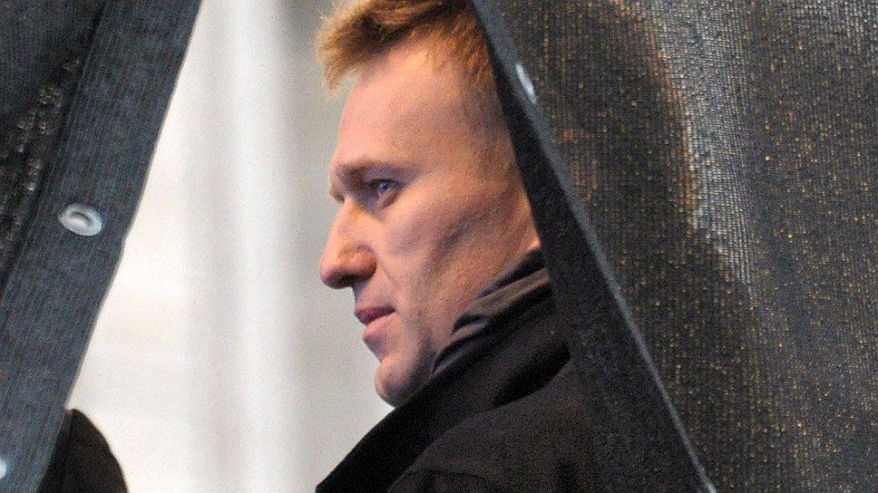 Алексей Навальный во время митинга оппозиции «За честные выборы», который прошел на проспекте Академика Сахарова, 2011 год