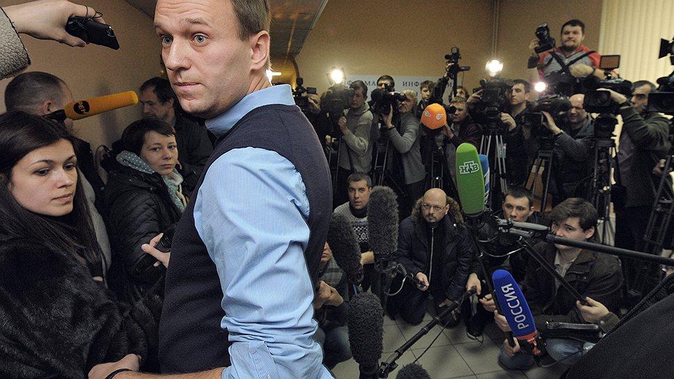 Алексей Навальный, обвиняемый в нарушении порядка проведения митинга 5 марта на Пушкинской площади, перед началом рассмотрения его дела, 2012 год