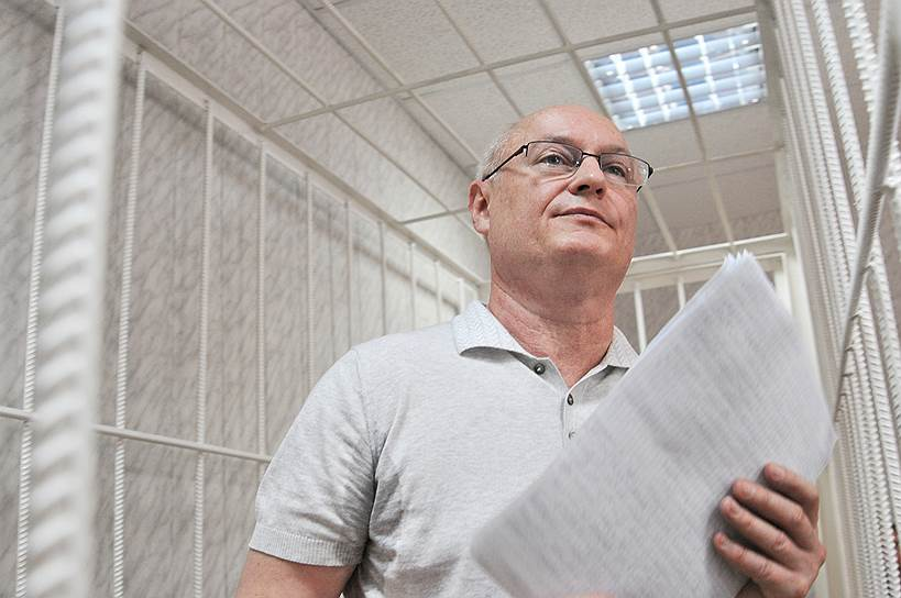 В феврале 2012 года райсуд арестовал мэра Ставрополя Игоря Бестужева, подозреваемого в покушении на получение взятки в 50 млн рублей за предоставление в аренду муниципальной земли для строительства спортивного центра. В июле 2014 года экс-мэр был приговорен к девяти годам лишения свободы