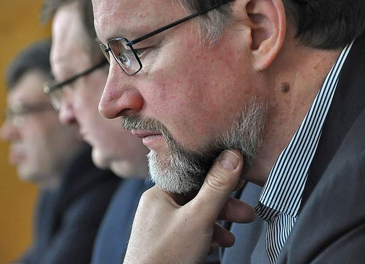 Экс-губернатор Тульской области Вячеслав Дудка 8 декабря 2013 года был приговорен к 9,5 годам строгого режима. Суд счел его виновным в получении 40 млн рублей от корпорации ГРИНН за выделение земли для строительства гипермаркета