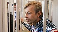 В июле 2013 года по обвинению в вымогательстве взятки был арестован мэр Ярославля Евгений Урлашов. По словам руководителя ООО «Радострой» Сергея Шмелева, в 2012 году его фирма заключила с мэрией договор на уборку города. За это его обязали заплатить «откат» в размере 14 млн рублей. В августе 2016 года Кировский районный суд Ярославля приговорил Евгения Урлашова к 12,5 годам колонии строгого режима и штрафу в размере 60 млн рублей. 20 января 2017 года решение суда вступило в силу