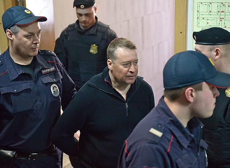 6 апреля 2017 года президент России Владимир Путин освободил главу Марий Эл Леонида Маркелова от должности. Формально он ушел по собственному желанию. 13 апреля того же года экс-чиновник был задержан и отправлен в Москву. Ему инкриминируется получение взятки в размере 235 млн руб. Он до сих пор находится под арестом