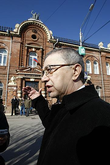 В декабре 2006 года Советский райсуд Томска арестовал и отстранил от должности мэра Томска Александра Макарова. Ему были предъявлены обвинения по семи статьям УК, включая ст. 290 «Получение взятки». 15 ноября 2010 года бывший мэр был приговорен к 12 годам строгого режима. 9 июня 2016 года Александр Макаров вышел на свободу по условно-досрочному освобождению (УДО)