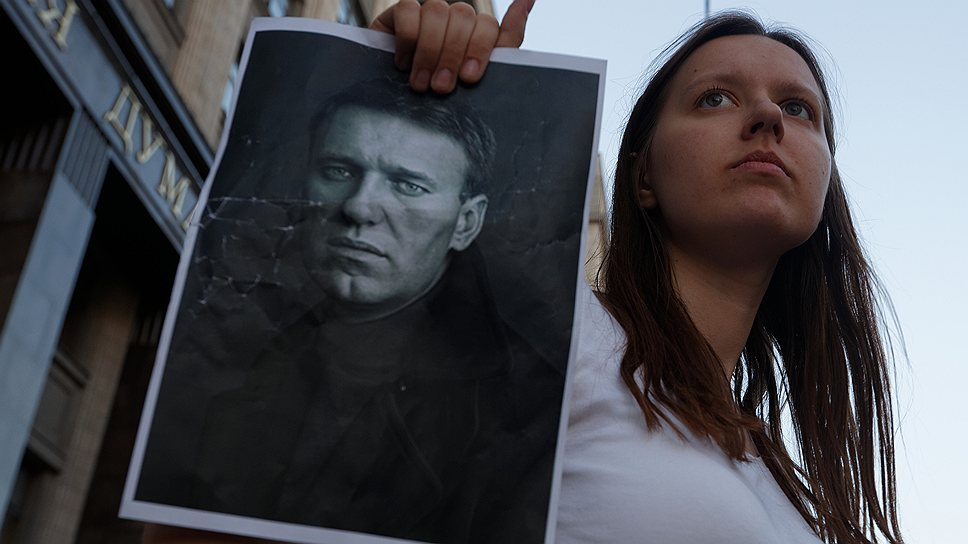 Как вслед за Алексеем Навальным полиция отпустила его группу поддержки