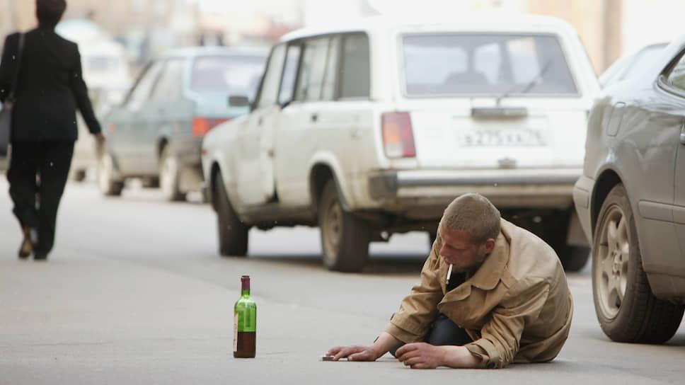 7 мая 1985 года Совет министров СССР принял постановление «О мерах по преодолению пьянства и алкоголизма», предусматривавшее серьезные ограничения на продажу и потребление алкоголя. Официальной причиной стала тотальная алкоголизация населения страны