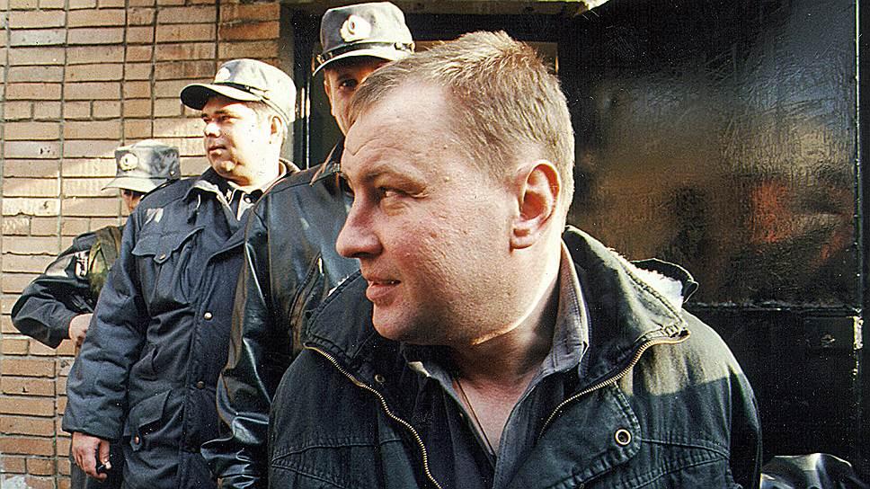27 марта 2000 года командир 160-го танкового полка Сибирского военного округа полковник Юрий Буданов был задержан сотрудниками военной прокуратуры в чеченском селении Танги-Чу по обвинению в похищении, изнасиловании и убийстве Эльзы Кунгаевой, которую он, по собственному утверждению, принял за снайпера. После боев в Аргунском ущелье в 2000 году, где полковник потерял множество своих солдат и друзей-сослуживцев, он был отправлен в отпуск. По словам родных, его поведение резко изменилось: он стал нервозным, раздражительным, его мучили постоянные головные боли и вспышки ярости, он плакал над портретами погибших друзей и клялся найти «того самого снайпера». В 2000 году, когда полковник снова был командирован в Чечню, его отряд задержал боевика и тот, по словам Буданова, указал на дом Кунгаевых, заявив, что там могут скрываться снайперы