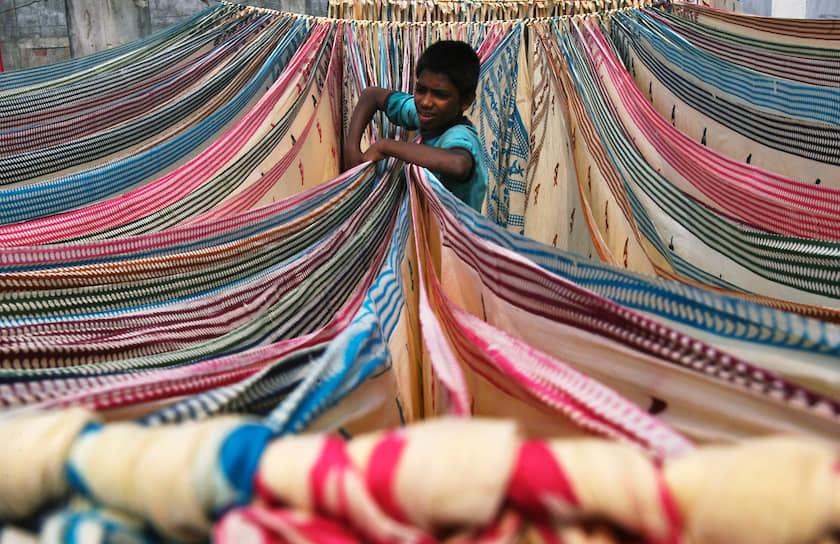 Официальное оправдание детского труда основывается на убеждении, что детский труд является неизбежным продуктом нищеты