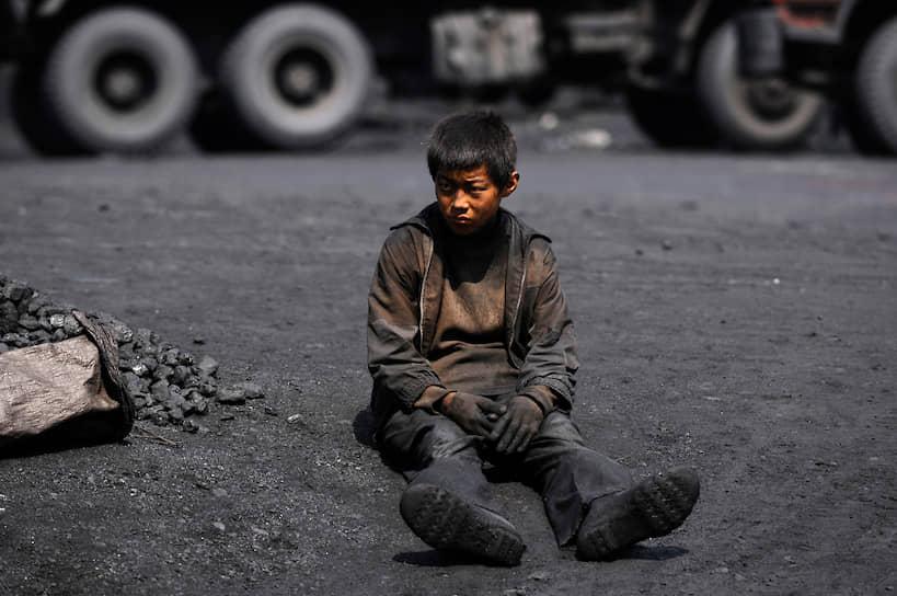 В странах, где до полноценного промышленного переворота еще далеко, детский труд интенсивно используется. Некоторые государственные законы о детской трудовой занятости написаны так хитро, что их можно легко обойти