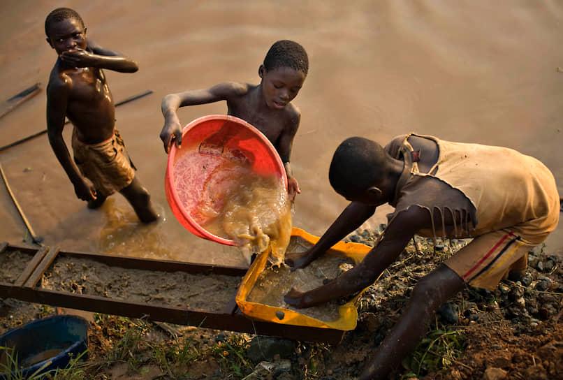 Согласно докладу Международной организации труда, около 700 млн детей в мире от 5 до 14 лет вынуждены работать