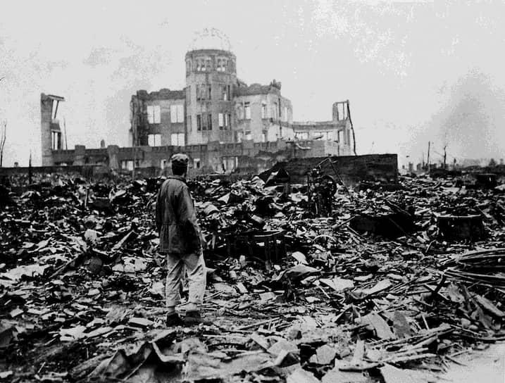 В момент взрыва все здания Хиросимы, кроме самых прочных, обрушились. Среди немногих уцелевших — Промышленная палата, расположенная всего в 160 м от эпицентра взрыва