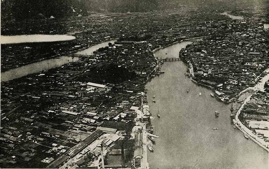 После бомбардировки Хиросима, население которой до войны составляло более 340 тыс. человек, была практически стерта с лица земли