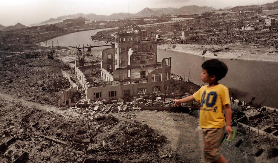 6 августа в Хиросиме ежегодно проходит церемония памяти. В качестве напоминания о трагических событиях 1945 года в центре города оставлен нетронутым участок земли с оставшимися после взрыва руинами
