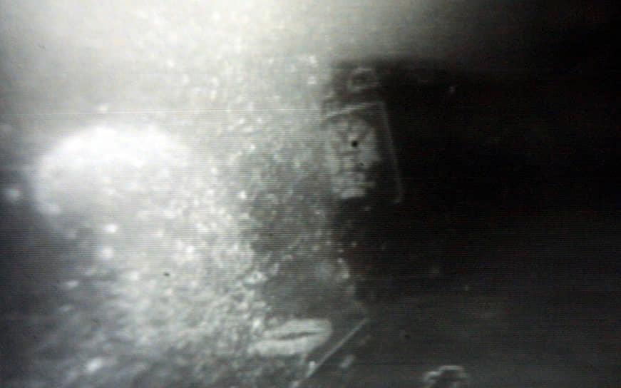 Помимо официальной версии гибели «Курска» — взрыва торпеды 65-76А («Кит»), последующего пожара и детонации других торпед — существуют следующие: торпедирование американской подлодкой, столкновение с противокорабельной миной времен ВОВ, случайное попадание ракеты с атомного ракетного крейсера «Петр Великий»