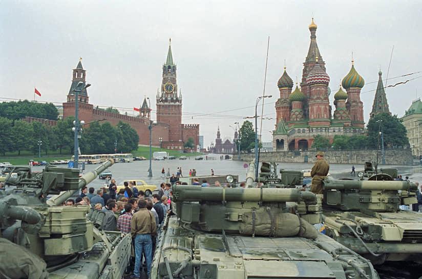 22 августа Борис Ельцин выступил на митинге на Краснопресненской набережной, на котором объявил о «прекращении деятельности антизаконного комитета по чрезвычайному положению». Завершился вывод спецтехники из Москвы
