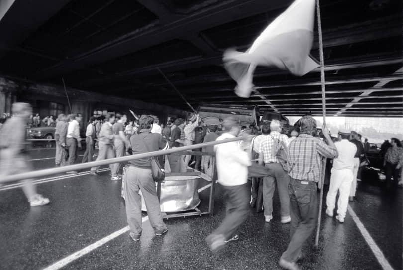 Столкновение в районе Садового кольца и Нового Арбата  стало самым кровавым в истории путча