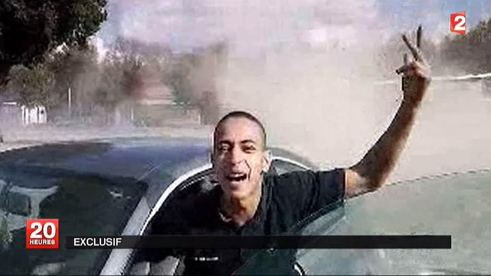 19 марта 2012 года Мохаммед Мера, француз алжирского происхождения, устроил стрельбу рядом с еврейской школой во французской Тулузе и скрылся с места преступления на мотороллере. Жертвами стали четыре человека: трое детей и их учитель. В ходе двухдневной операции Мохаммед Мера, заявлявший о своих связях с «Аль-Каидой», был застрелен. По данным полиции, несколькими днями ранее он застрелил троих французских военных в Тулузе и в соседнем Монтобане