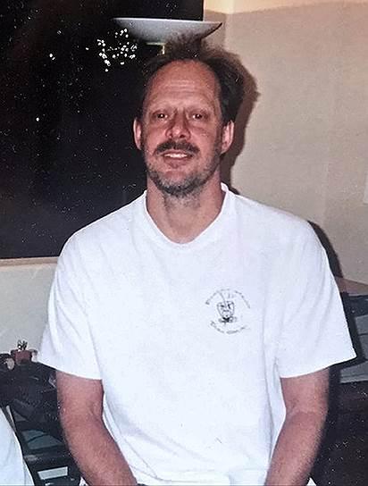 1 октября 2017 года в Лас-Вегасе 64-летний Стивен Пэддок начал стрелять по посетителям открытой площадки Las Vegas Village, где проходил фестиваль кантри-музыки Route 91 Harvest. Стрельба велась из окна с 32-го этажа соседней гостиницы Mandalay Bay. Позже преступник был найден мертвым в своем номере, как сообщалось, он покончил с собой. Всего погибли 59 человек, пострадали более 500