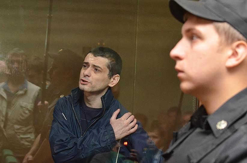 22 апреля 2013 года Сергей Помазун расстрелял шестерых человек на Народном бульваре в центре Белгорода. Он зашел в оружейный магазин «Охота» с отцовским карабином «Вепрь», который перед этим выкрал дома из сейфа. В «Охоте» он убил двух продавцов — Игоря Малыхина и Александра Иваськова, а также находившегося в помещении Михаила Шамшурина, помощника владельца магазина Евгения Антонова. После этого Сергей Помазун забрал два карабина «Тигр» и патроны к ним. Выйдя из магазина, он застрелил еще троих прохожих, включая двух девушек — Алину Чижикову и 16-летнюю Софию Гуцуляк
