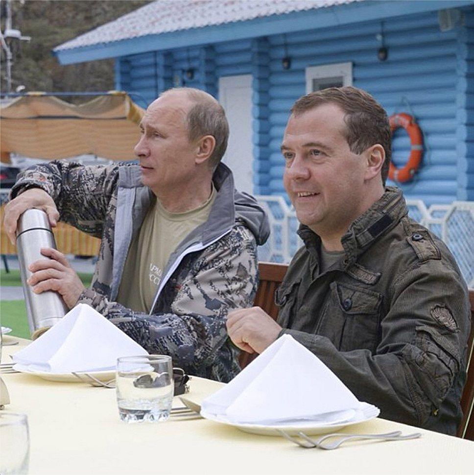 @damedvedev/ Instagram — Владимир Путин и Дмитрий Медведев отдыхали в Тыве