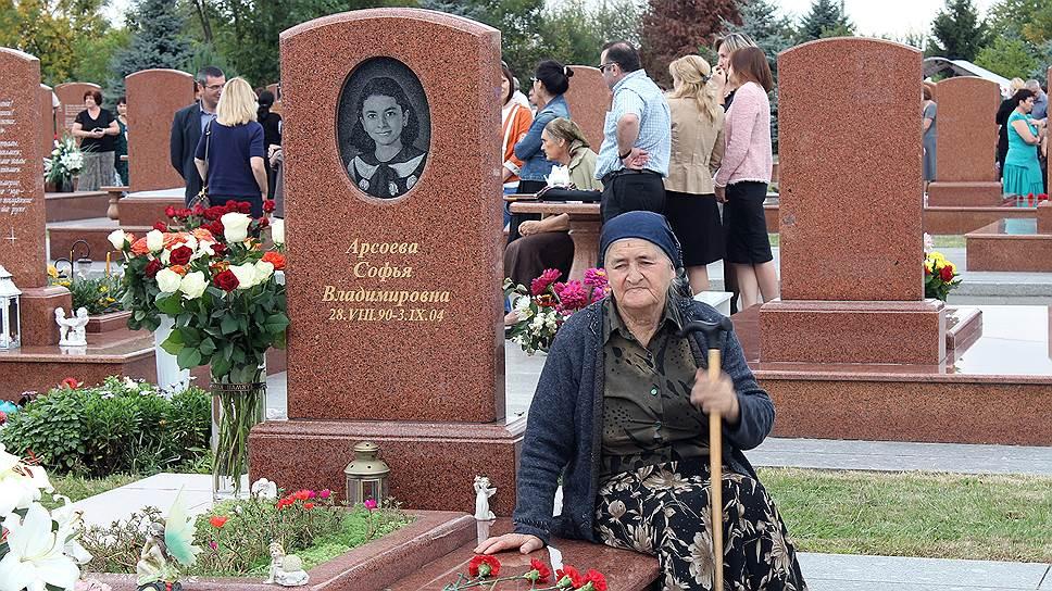Нази Келехсаева. У нее погибла внучка Софья Арсоева (14 лет)