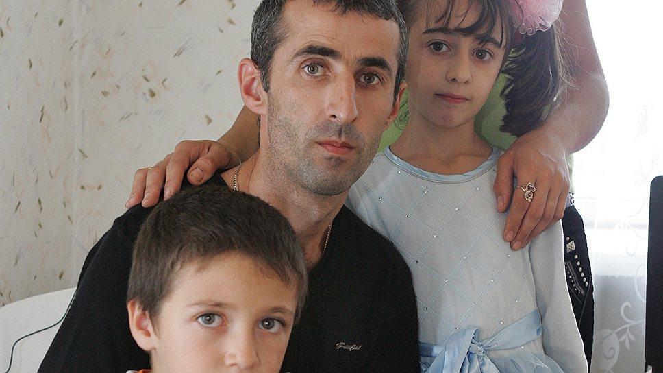 Семья Егоян, скорее всего, будет жить в эвакуационном пункте до весны