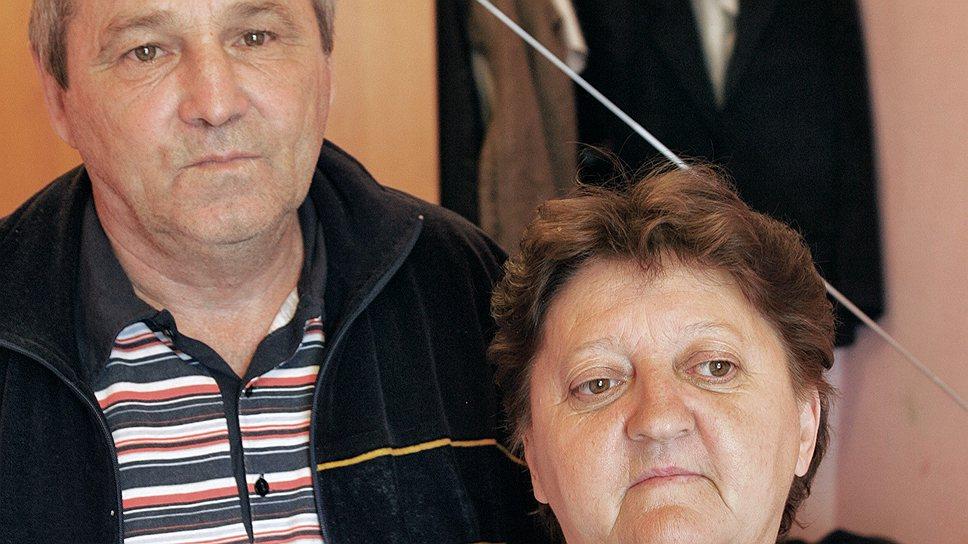 Супругам Григорию Гизатулину и Ларисе Шнягиной при эвакуации из поселка Красная Речка удалось забрать только документы