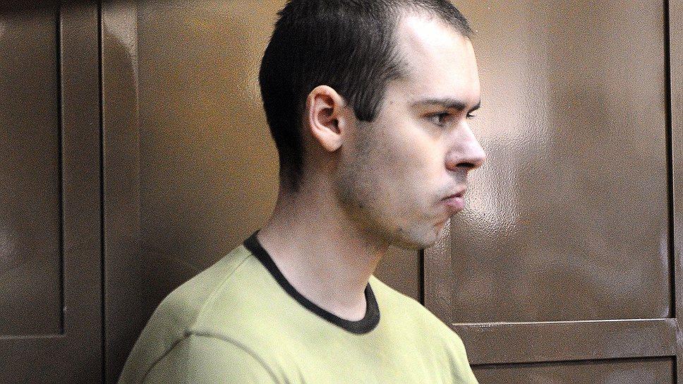 Дмитрий Виноградов, расстрелявший шестерых коллег, во время заседания Московского городского суда