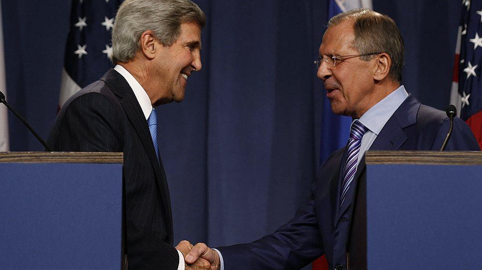 Госсекретарь США Джон Керри и глава МИД Сергей Лавров (справа)