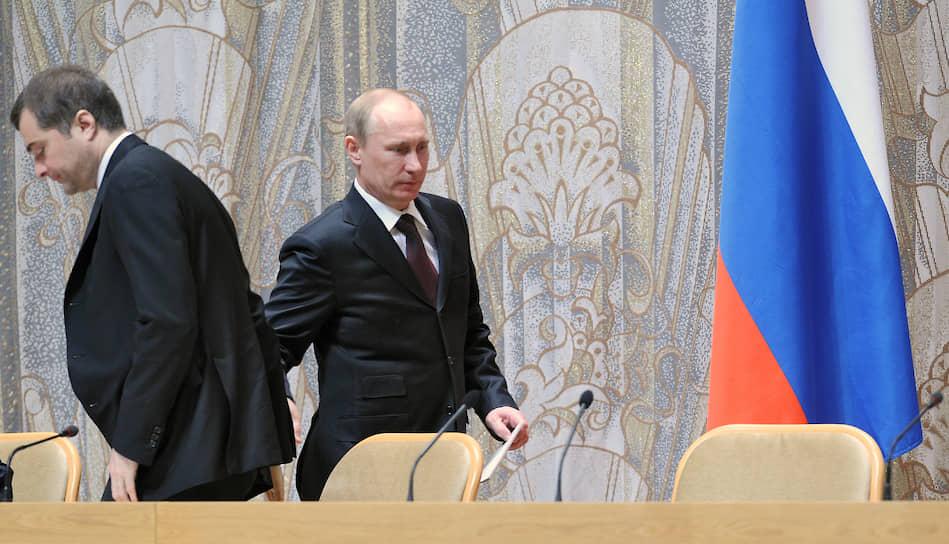 <b>«Я был в числе тех, кто помогал президенту Ельцину осуществить мирный переход власти. В числе тех, кто помогал президенту Путину стабилизировать политическую систему»</b> <br>Господин Сурков, с 1999 года работавший с Владимиром Путиным, считается одним из создателей и идеологов партии «Единая Россия»