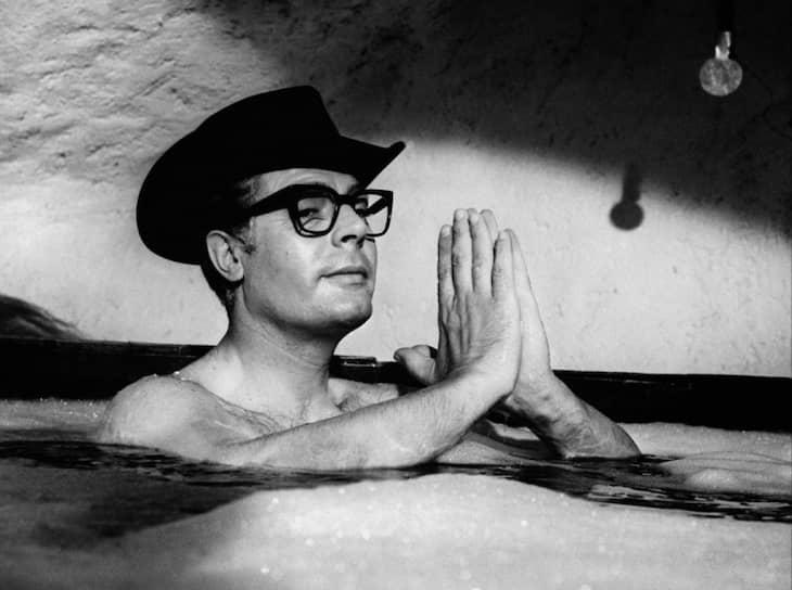 «Актерство — это игра, в которой ты все время не ты, а кто-то другой. Я стал комедиантом, потому что не люблю быть самим собой»  До 1956 года Мастроянни играл на сцене театра Лукино Висконти, а в 1960 году впервые снялся в главной роли — в картине Федерико Феллини «Сладкая жизнь»