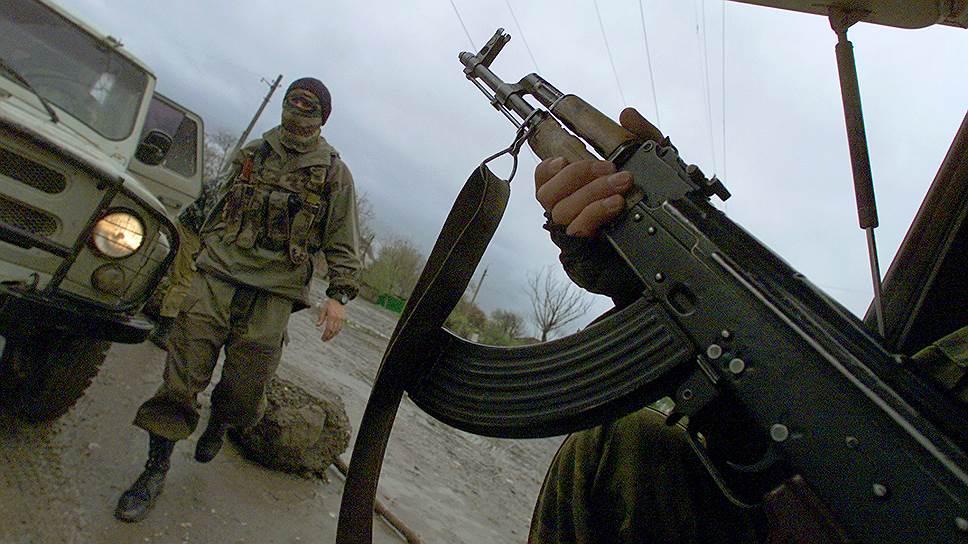 За основу изначально брали полки патрульно-постовой службы милиции, у которых был опыт организации охраны общественного порядка при проведении массовых мероприятий <br>На фото: спецоперация ОМОНа по зачистке боевиков в Грозном (2002 год)