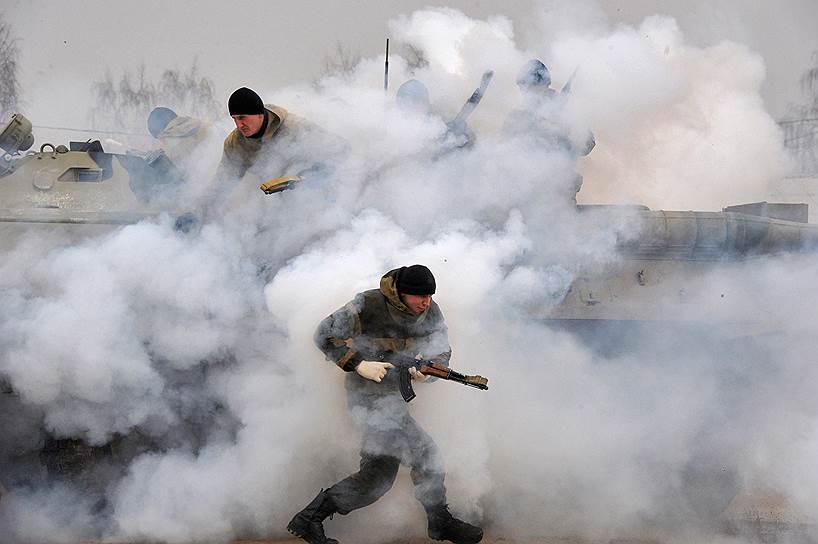 Бойцы подмосковного ОМОНа, в частности, принимали участие в операциях на Северном Кавказе, охраняли участников саммита G20 в Санкт-Петербурге. На вооружении «Зубра» стоят БТР, бронеавтомобили «Тигр», вертолеты и другая спецтехника