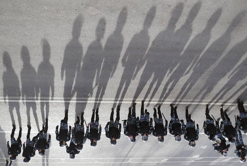 С 2016 года отряды мобильные особого назначения вошли в состав Федеральной службы войск национальной гвардии РФ (Росгвардии). Но задачи, возложенные на ОМОНы, остались прежними
